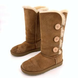 UGG Bailey Button Triplet II Chestnut Boots Size 8